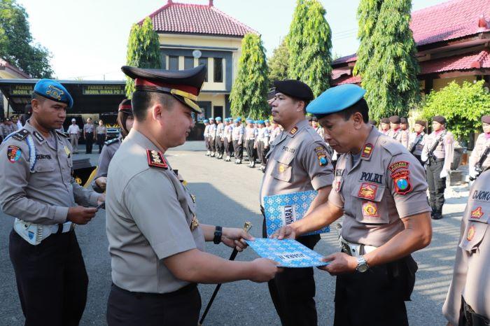 Photo of Upacara Kenaikan Pangkat, Kapolres Ponorogo Tetap Ingatkan Jajarannya Siaga Korona