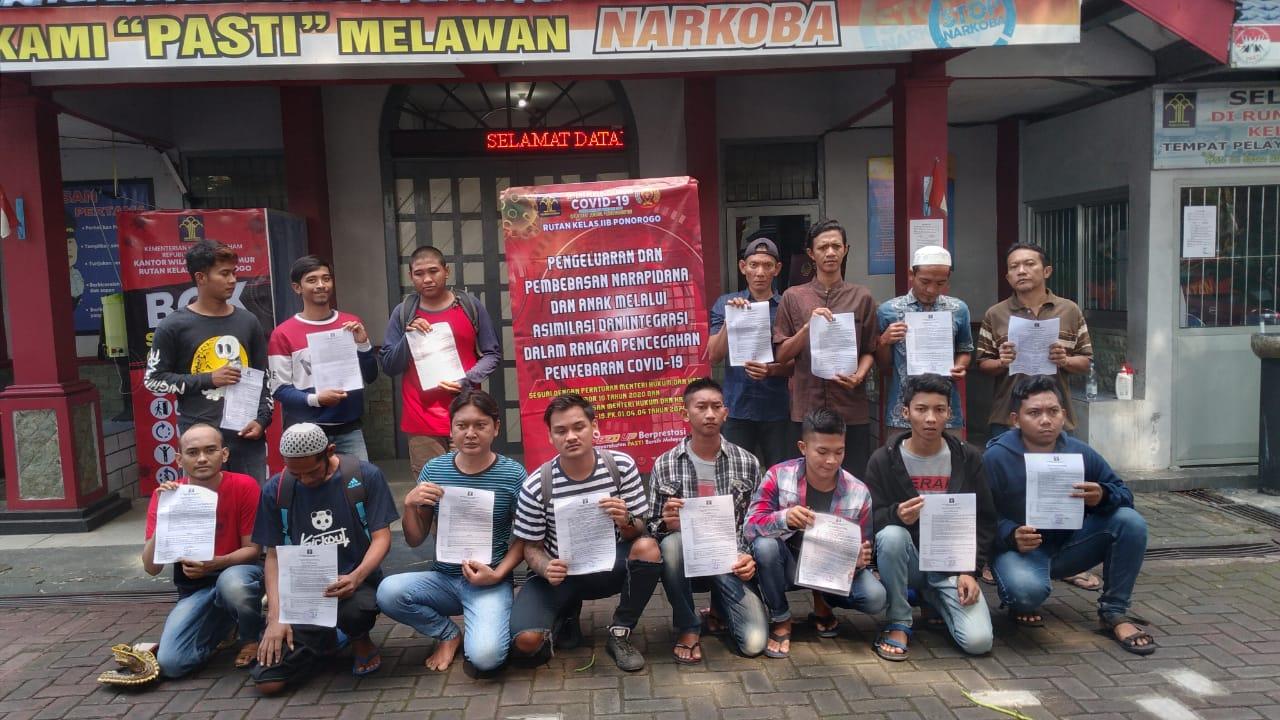 Photo of Sosialisasi   Masif , Kebijakan Pembebasan Napi  Karena Korona  Tak Bikin  Cemburu