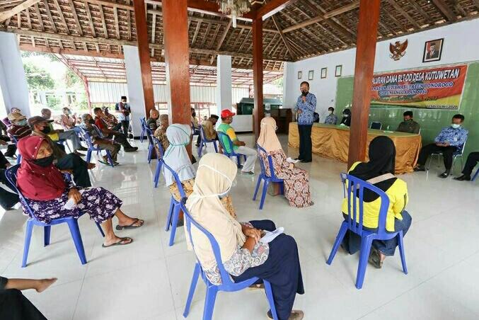 Photo of Giliran 58 Ribu KK, Warga Ponorogo Berharap Dapat Bantuan Terdampak Korona