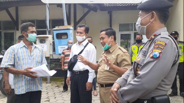 Photo of Gara Gara Temukan Orang Kaya  Jadi Penerima BST Puluhan Warga Gupolo Geruduk Dinsos