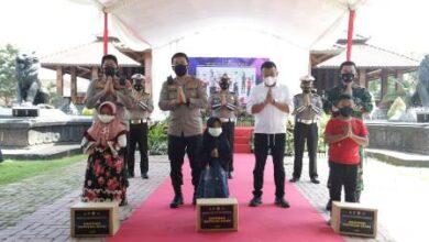 Photo of Irjen Pol Nico Afinta Kukuhkan 82 Anak Yatim Piatu Korban Covid 19 Dalam Asuhan Polres Ponorogo
