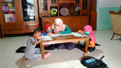 Photo of Dirikan LBB Sampai Mengajar Door To Door, Anak Harus Semangat Belajar Saat Pandemi